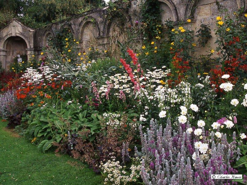 Buried treasure the pulham legacy for Herbaceous border design examples