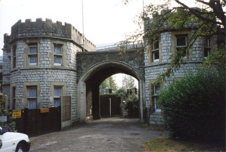 25-06 - Gunnersbury Park Gateway