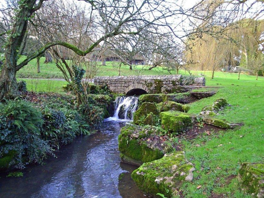 4-2-6-01 - St Fagans - Water Garden - JH Nov 07