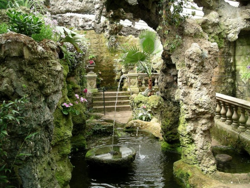 4-2-6-11 - Dewstow Lion Grotto