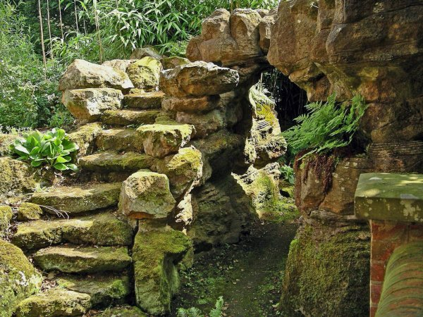 5-1-19-8 - Wotton Grotto Steps 04e