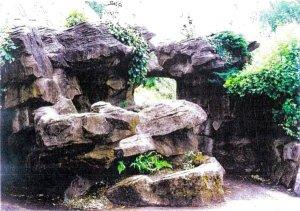 5-10-23-03  - Belper Parklands Boathouse Boulders