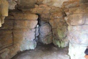 5-1-25-3 - Elmsotone Court - Cave - DSCF1365