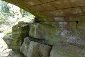 5-1-25-6 - Elmsotone Court - Bridge Arch - P1040646