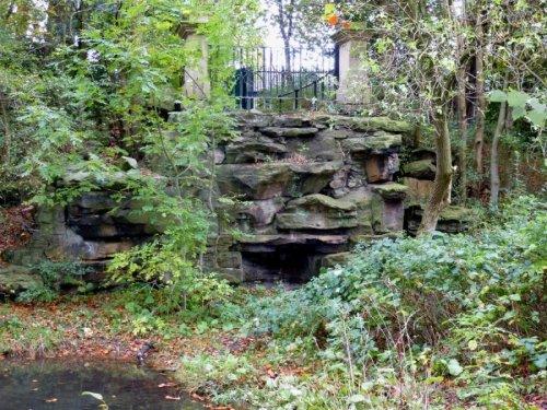 5-10-31-02 - Moor Park Rockwork - John Gillman P1000528