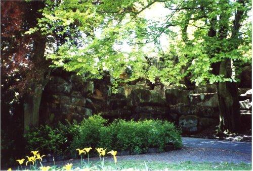 5-10-31-08 - Miller Park - Pulhamite Cliffs - NC Rock at Path Junction