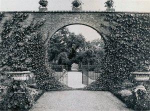 5-1-33-04 - Poles Park - Walled Garden - RH