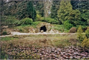 5-10-40-3 - Heythrop Pond and Cave