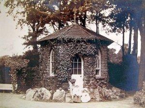 5-10-42-4 - Insole Court - Summer House, Mrs Carolyn - A Salisbury