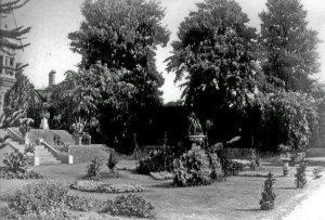 5-10-42-5 - Insole Court - Garden c1900 - A Salisbury 6
