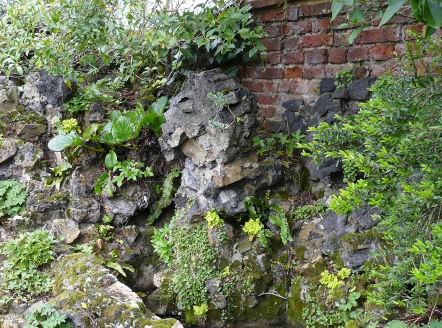 5-10-55-05 - Benington - Peterscourt, Maze - Damaged Wall