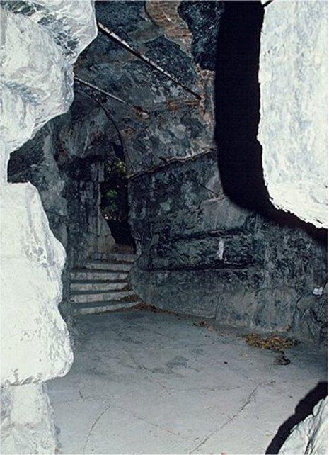170518 - Villa Les Palmiers - Artificial Grotto
